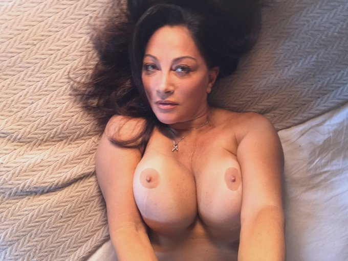 Hi guys come and join me for titty Tuesday. https://t.co/o59CjQftnb