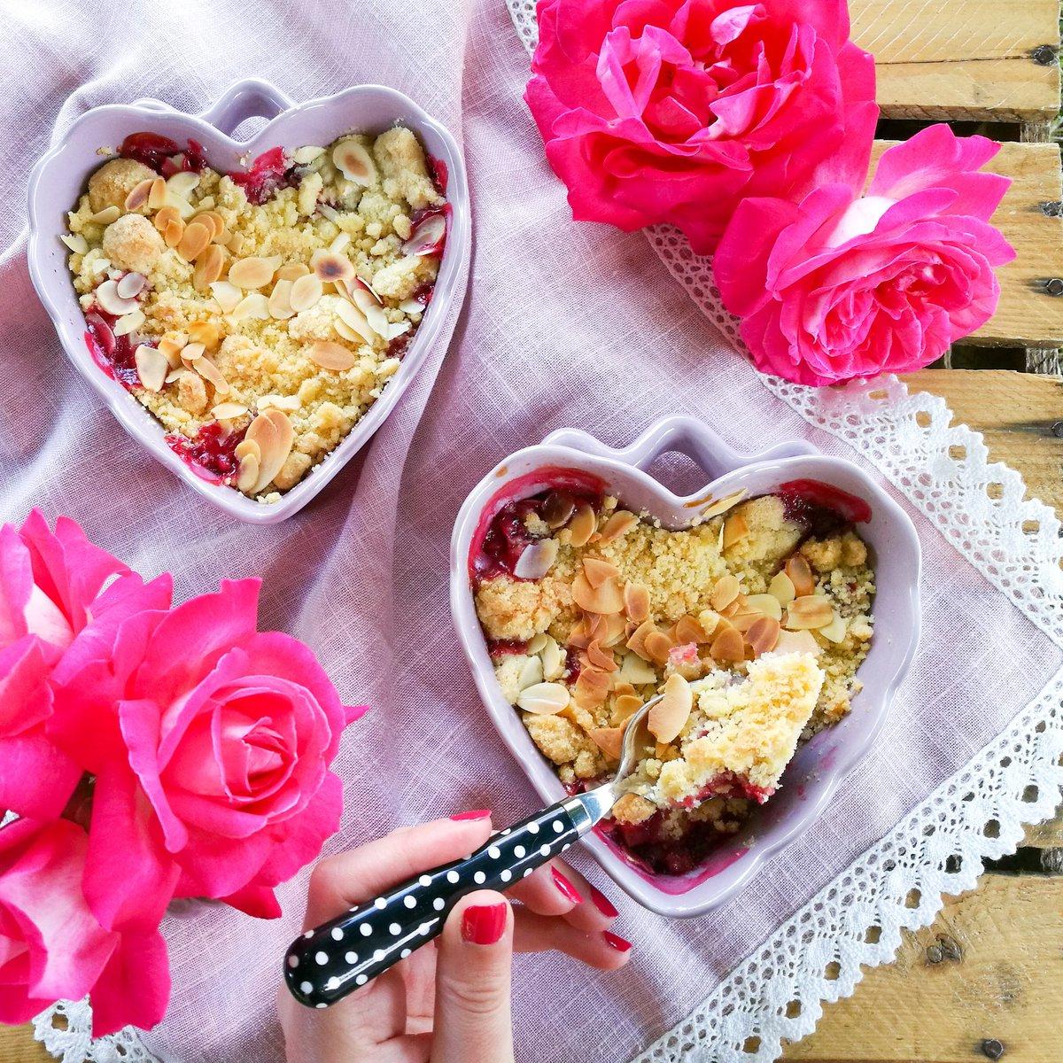 Mes crumbles aux fruits rouges du jardin ❤ Bel après-midi à toutes et à tous 😚 #recette #gastronomie #angers #blogger https://t.co/4IFahC0TRu