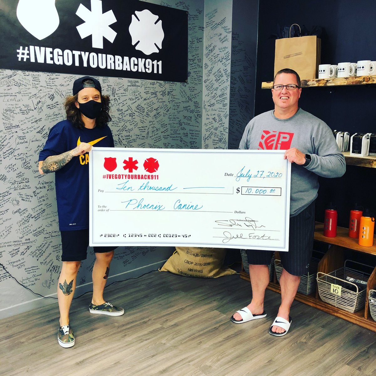 I know this photo may look like the other one but it's not. We were able to donate $10000 to Phoenix Canine in support of their/our new service dog program 🚀🚀🤙🏼