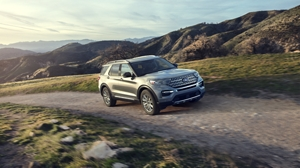 The 2020 #Ford #Explorer has been completely redesigned — inside, outside and under the hood. Click here to see our inventory! https://bit.ly/39PqLArpic.twitter.com/pLq1l98v5n