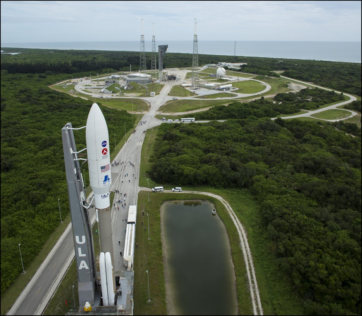 The @ulalaunch #AtlasV rocket carrying @NASAPersevere was rolled out of the Vertical Integration Facility the the launch pad at Space Launch Complex 41 this morning. #CountdownToMars   More 📷 - https://t.co/1C6QkuRetg https://t.co/eDg2uhzS47