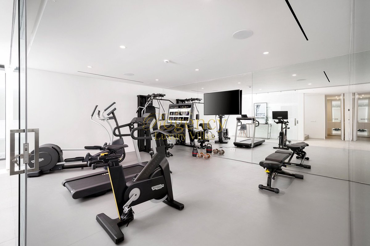 Sometimes a workout is all the therapy you need. Especially when working out in the brand new gym of our Villa Black Star in sunny Vale do Lobo  . . . #regencyluxuryvillas #europe #portugal #algarve #valedolobo #luxury #luxurylifestyle #villarental #travel #picoftheday #summerpic.twitter.com/kM78WrxrDp