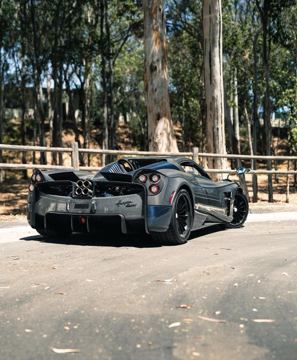 The Supercar Squad On Twitter Grey And Blue Carbon Pagani Huayra Roadster Thesupercarsquad