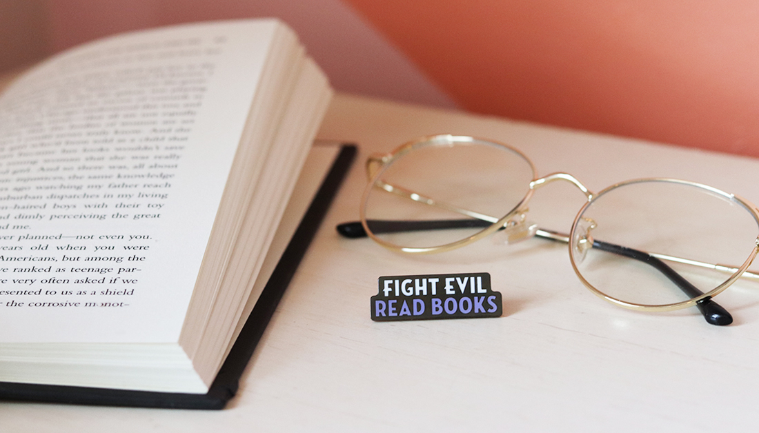 FIGHT EVIL, READ BOOKS! 👾🥊 (in collaboration with @OutofPrintTees) 📍: bit.ly/3jM5EUL