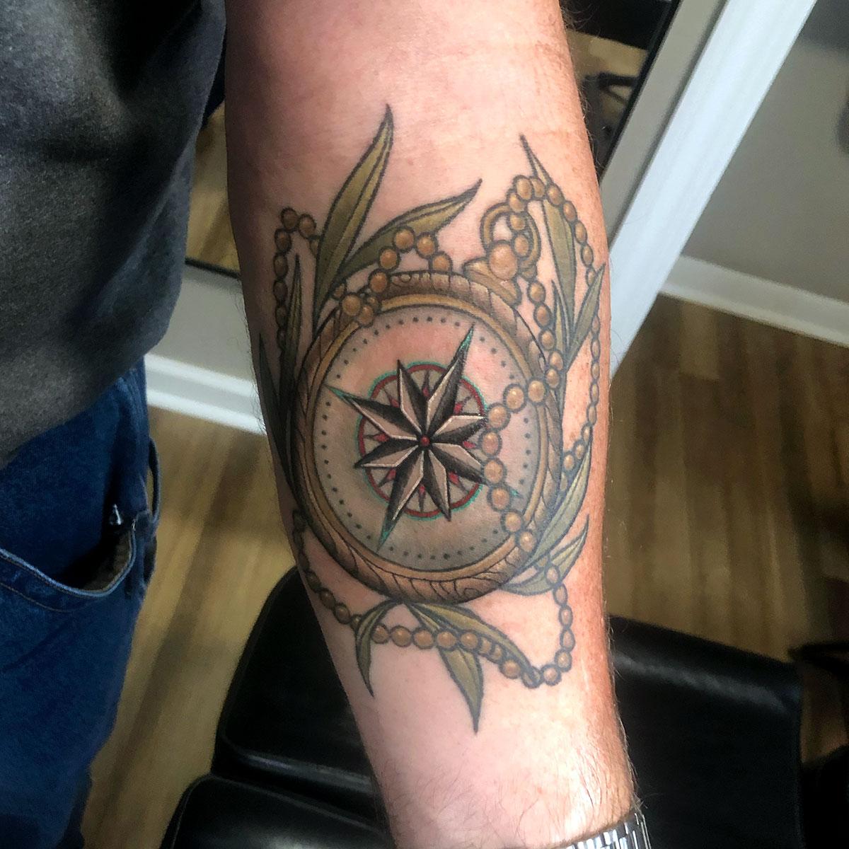 Compass tattoo done by Megan Reinhart #compasstattoo #meganreinharttattoo #tagtheqc #iowatattooartist #eternalink #leavestattoo #woodcompasspic.twitter.com/dKZSHUC6ob