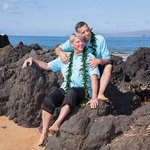 Image for the Tweet beginning: Barefoot and married on Maui.