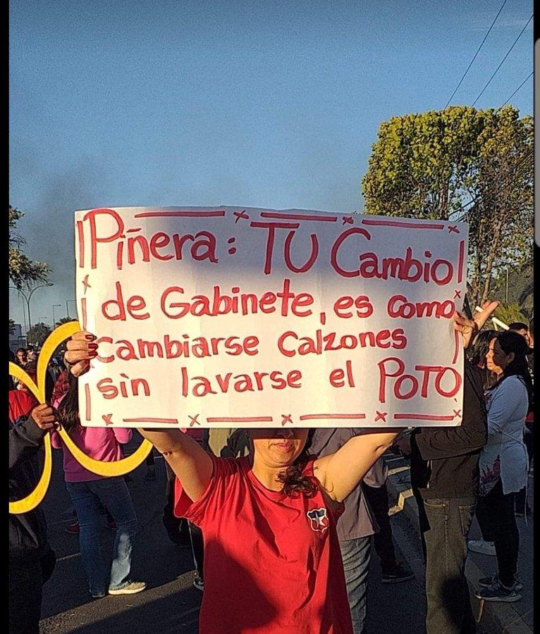 #CambioDeGabinete .... puro tongo... #noalcorralito #noalcorralitodepiñera #noalcorralitodemacias https://t.co/1nrfLvmNGE
