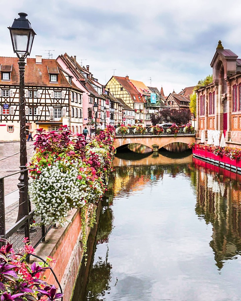 Colmar...the very definition of a fairytale town  It's been a crazy last few days…so that's all I have for today's caption  . . . . . #alsace #alsacefrance #worlderlust #worldtravelbook #wowplacestogo #ig_europa #kings_villages #colmar #europe_mo… https://instagr.am/p/CDMjGrzhS9O/pic.twitter.com/WMN6BzVmQa