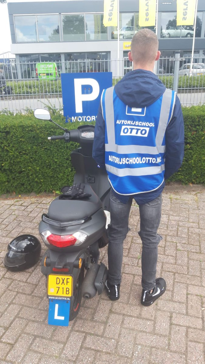 test Twitter Media - Sem mag zijn helm opzetten en handschoenen aan doen, want hij is helemaal klaar voor vertrek. Gefeliciteerd met het in 1x behalen van je #scooter #rijbewijs #AM2 https://t.co/daaKe3T6JA