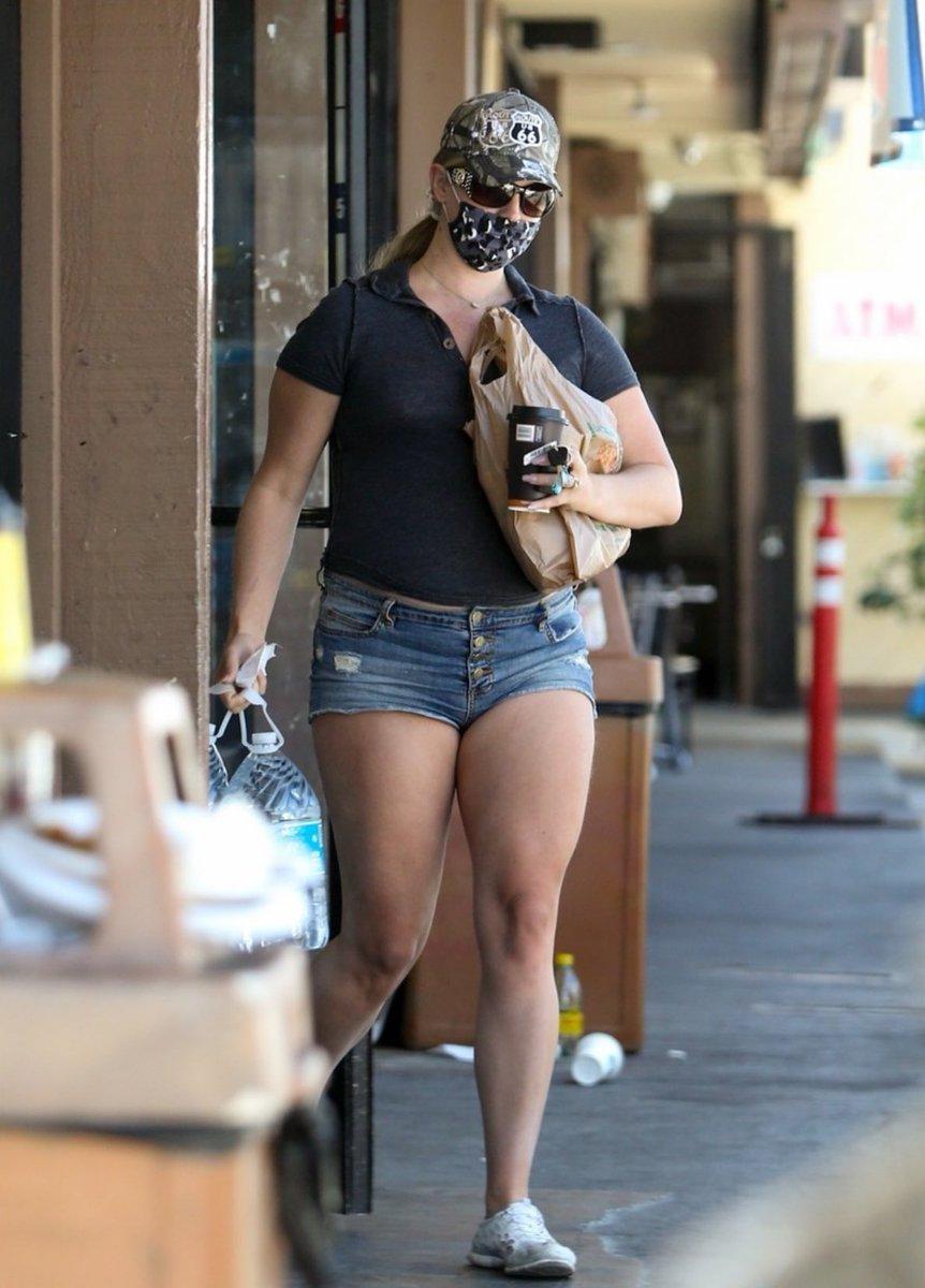 """LDR FANPAGE on Twitter: """"Lana Del Rey was seen shopping in LA ..."""
