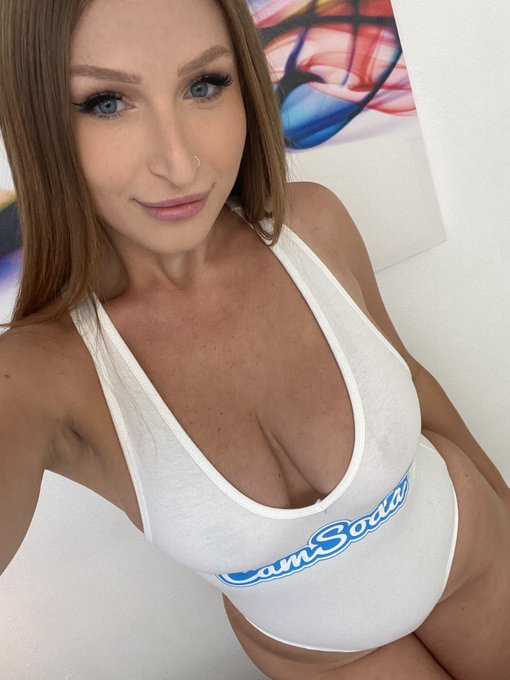 My liveshow on @CamSodaLive starts in 5 minutes! Cum say hi 😉😘 https://t.co/iDXRwaZRFo