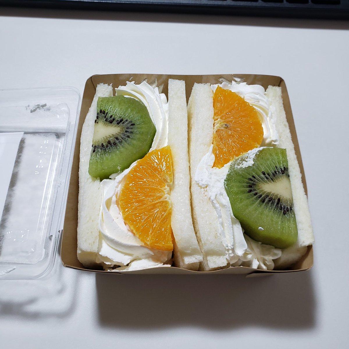 カロリー フルーツ サンド