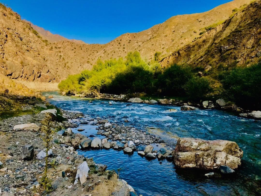 I am glad my childhood was in village.   #afghanistan #panjshir #naturepic.twitter.com/gpR7wJaYlm