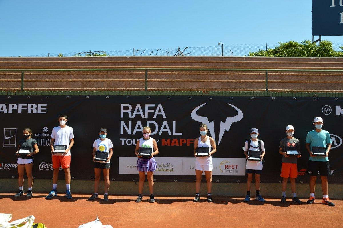 Todos los campeones del #RafaNadalTour en el @ClubInterTenis  https://t.co/53lY9qzZ3Z https://t.co/XXbrNazVz1