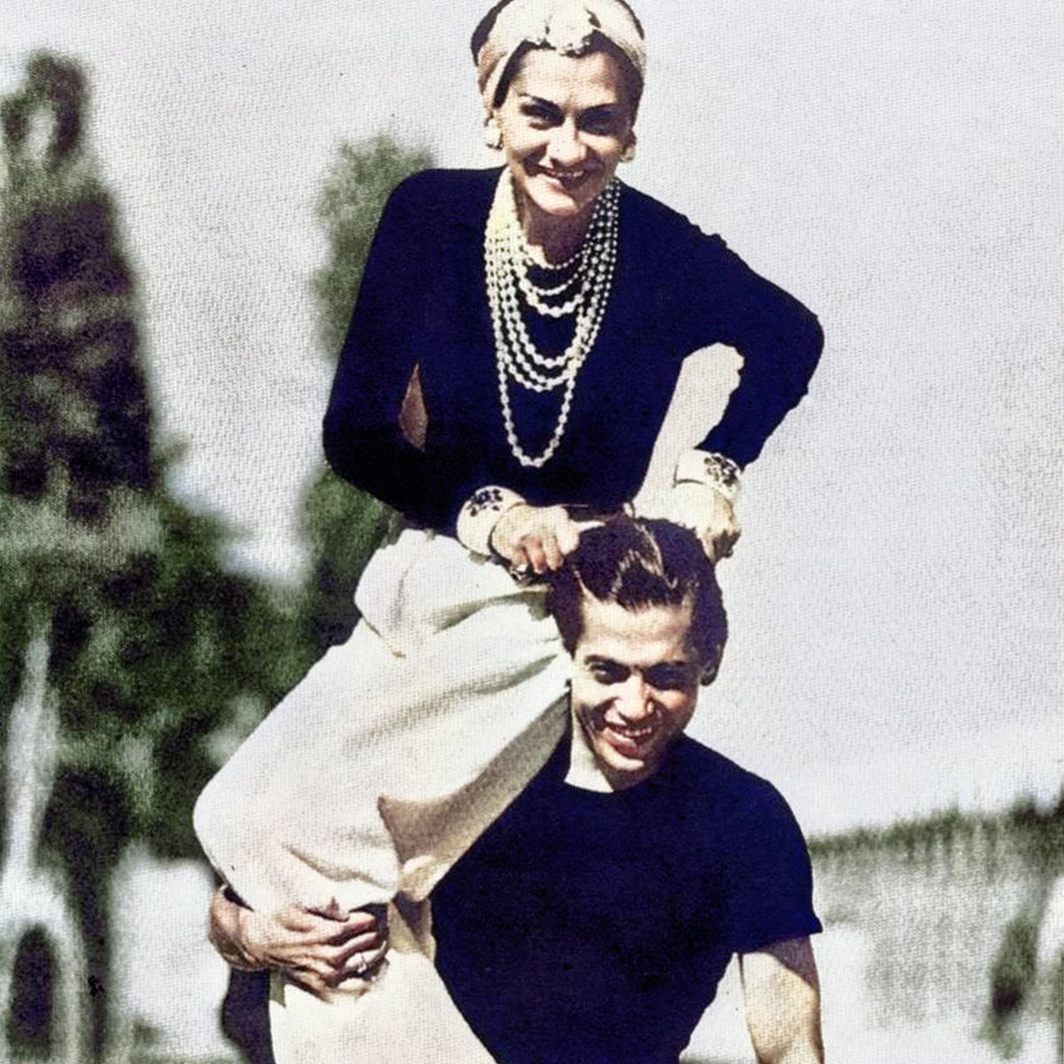 Gabrielle Chanel shared a lifelong friendship with dancer and choreographer Serge Lifar, who considered her his artistic godmother. Step into the story of Gabrielle Chanel and the pioneers of modern dance, Inside CHANEL:  https://t.co/F5Yswei387  #InsideCHANEL #GabrielleChanel https://t.co/5paKLRume2