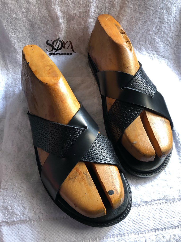 Step out in our classic handmade leather slides for men #shoeoftheday #proudlynigeria #shoelover #leathercraft #shoedesign #leatherlovers #casualfootwears #gentstyle #fashionman #classicman #shoeaddicts #africanfashion #nigeriafashionpic.twitter.com/gAFndFtFr5