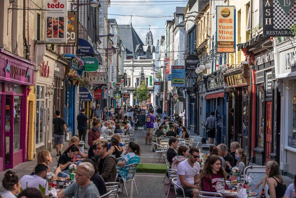 🚴 Re-imagining Cork City🍽️  🚶‍♀️The creation of 14 new 'people friendly' streets & an investment of up to €2 million in our city's existing cycling infrastructure forms part of a series of transformative initiatives unveiled today  ℹ️Learn more: https://t.co/uWMXmP6Tsu https://t.co/2fRVF1vog4