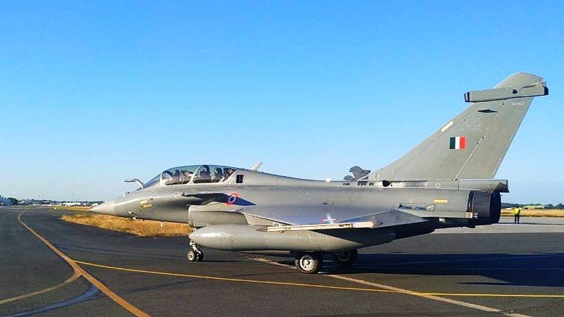 सुस्वागतम . . . मेरे घर #Rafale आये ओ राम जी। जय श्री राम   3700 कि.मी. की रेंज वाले, अत्याधुनिक हथियारों से लैस राफेल विमान आज भारतीय वायुसेना में शामिल हो गए है। इसके लिए हमारे यशश्वी प्रधानमंत्री श्री @narendramodi जी व रक्षामंत्री माननीय श्री @rajnathsingh जी को बहुत धन्यवाद। https://t.co/HW5pwpRTpi