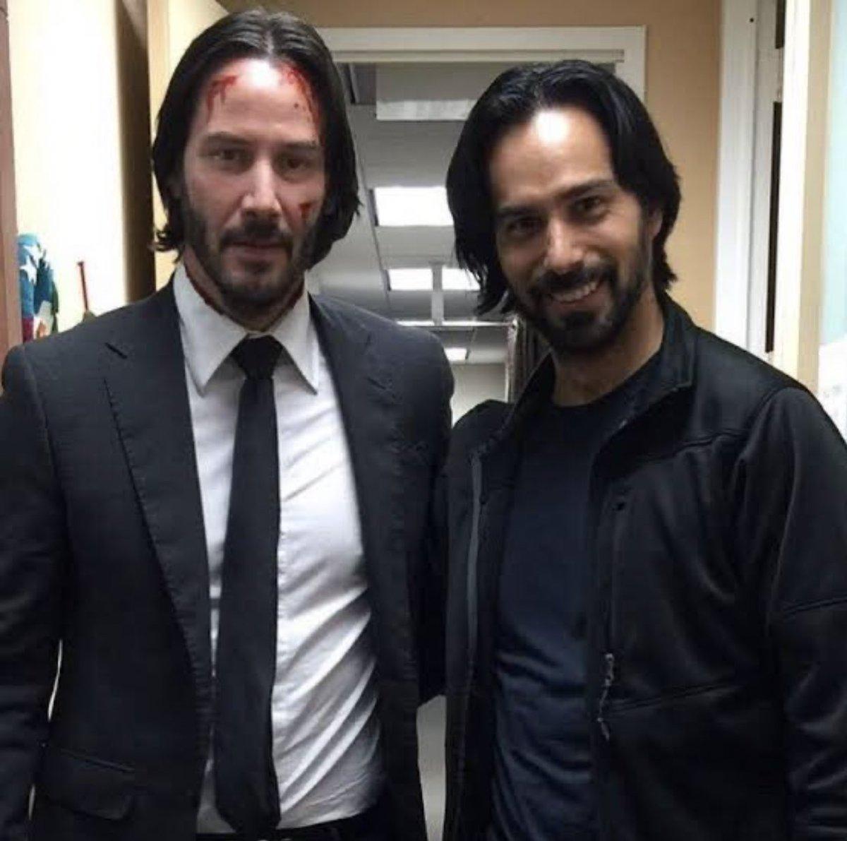 どことなく似ている。ハリウッド俳優とスタントマンが仲良く並んだツーショット写真。
