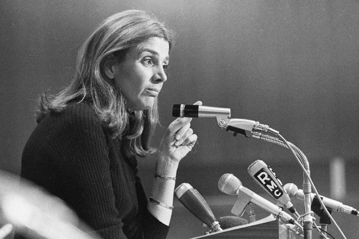 Lors d'une rencontre en 1959, Charles De Gaulle demanda à Gisèle Halimi s'il devait l'appeler madame ou mademoiselle.  Recadrage en règle : «Vous devez m'appeler Maître !» https://t.co/oS5UBo1FFk