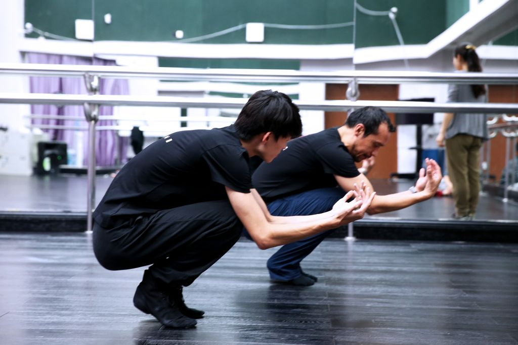 Focus during practice.   It's the only path to greatness.   Throwing way back to the rehearsals for the Dai Show  Photo Credit: Raine Wang https://t.co/SU5zUaVCvj