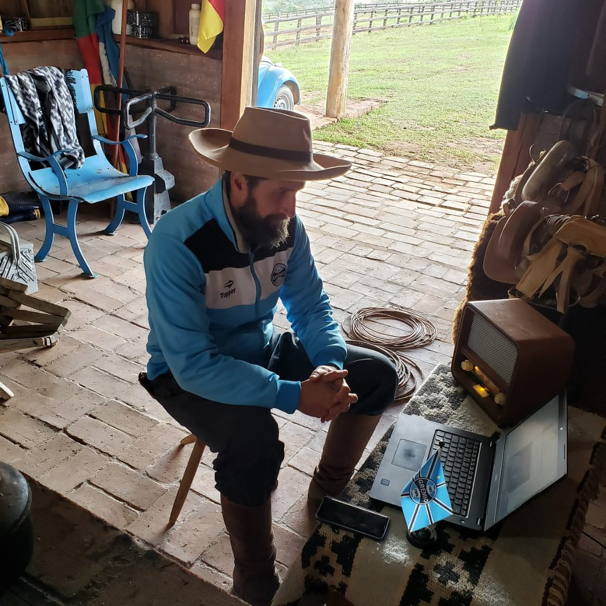 Trabalho e chuleando o Tricolor na Grêmio Rádio...  #gauchodageral #gauchodeputado  #gauchodogremio #gremio https://t.co/EEGS251RUE