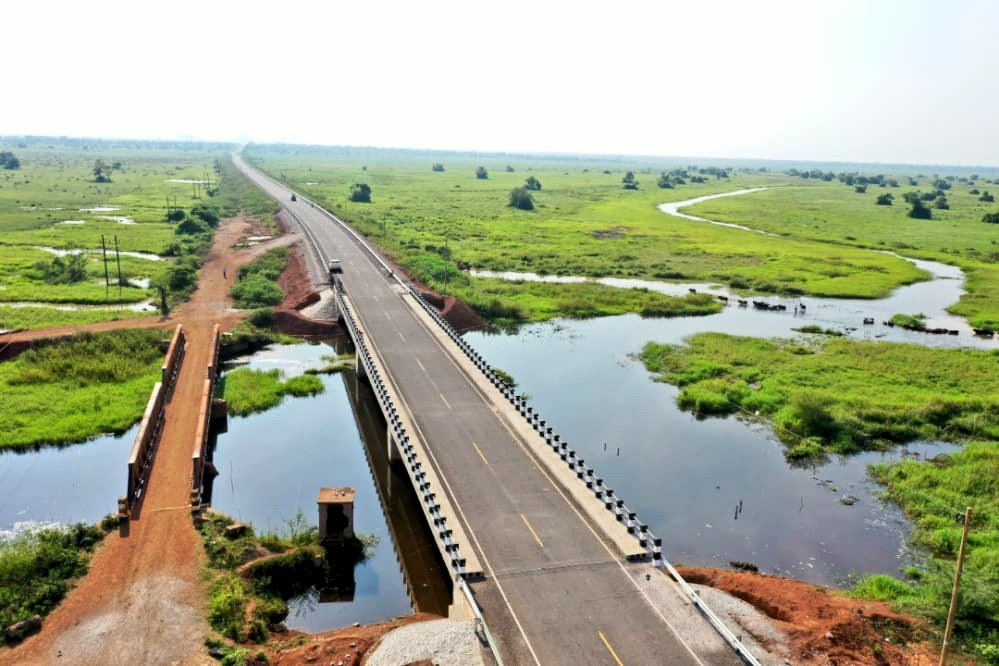 Before & After.....! #Kamolo bridge along Soroti—Katakwi—Akisim road project [100km]. Funding: @GovUganda [Ugx 398bn]. Supervising: @UNRA_UG Contractor: #CCCC. With a wider & raised bridge asset, flooding challenges along this section now history! #UNRAworks