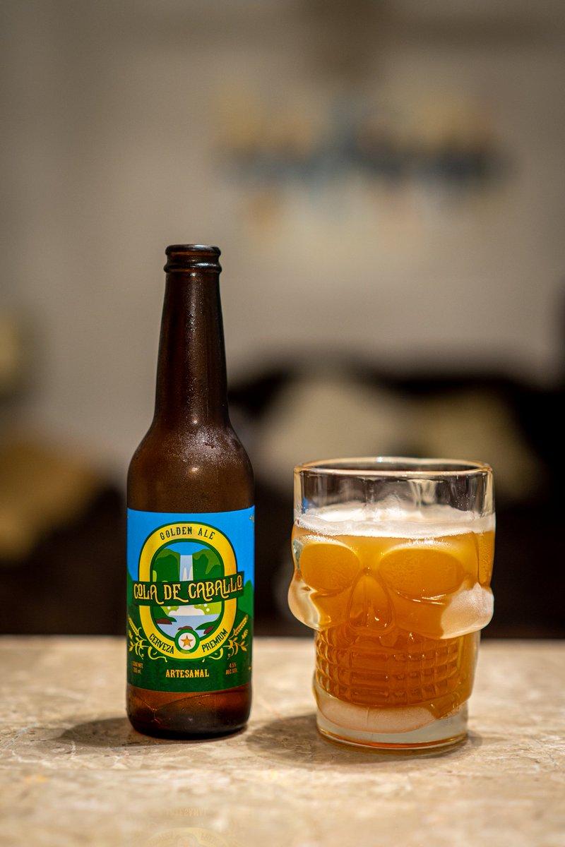 Una #cerveza #artesanal estilo #goldenale, usando un símbolo emblemático de Santiago Nuevo León, la Cola de Caballo, con 4.5% grados de alcohol, tiene un sabor diferente a las cervezas comunes. Es hermana de la Santiago Apóstol, la conseguimos en el Super Roma en $39.90 mxn https://t.co/iuE2vA4acq
