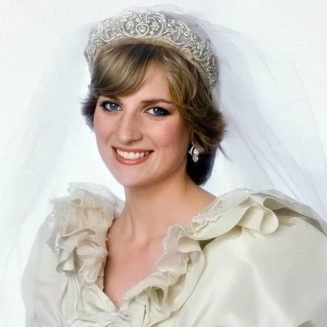 rainhas na tv on twitter 𝙃𝙤𝙟𝙚 𝙣𝙖 𝙝𝙞𝙨𝙩𝙤 𝙧𝙞𝙖 diana spencer se casa com charles principe de gales en 1981 ela sofreu de disturbios alimentares durante o noivado e seu vestido precisava ser twitter