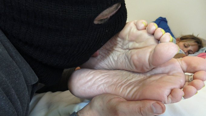 2 pic. my #onlyfans just got treated to this full length 7 minute clip of sleepy #feet #footworship and