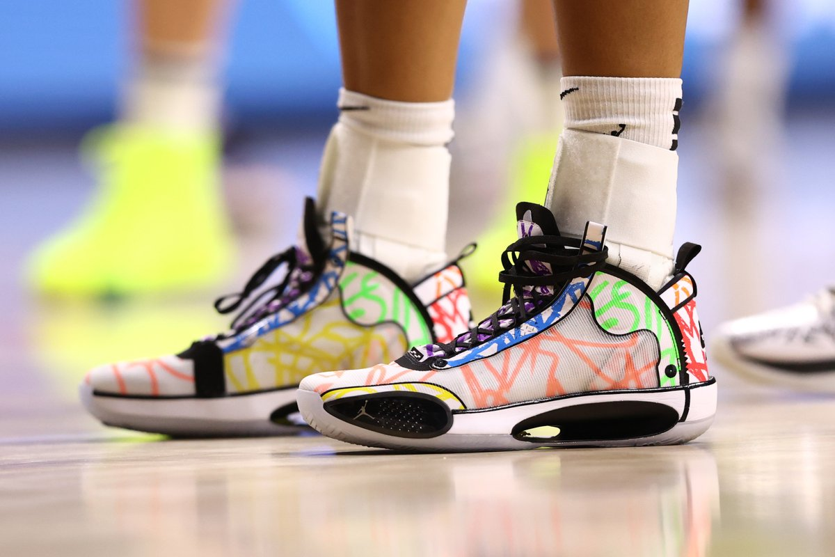 "@satou_sabally wearing the Air Jordan 34 ""Noah"" @Zionwilliamson PE https://t.co/PFkAqGEnOW"
