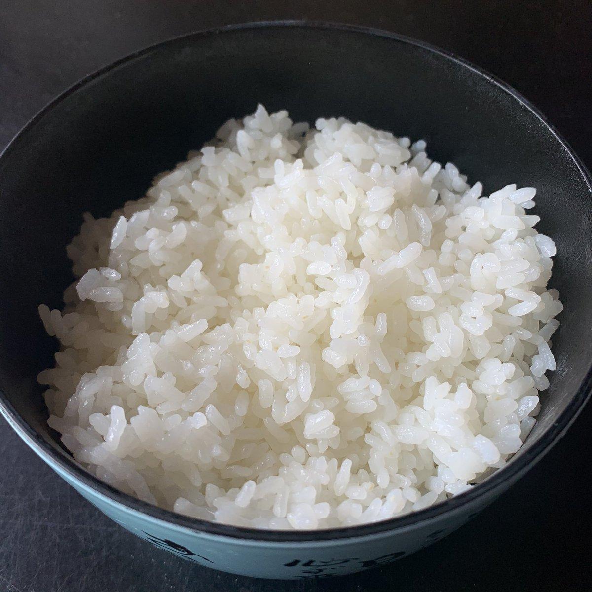 ①ほかほかの白ごはんを用意します②やみつき大葉をたっぷり乗せます③キムチをトッピングします④納豆の台座に卵黄が鎮座ましませば完成です💡やみつき大葉の醤油漬けの作り方💡