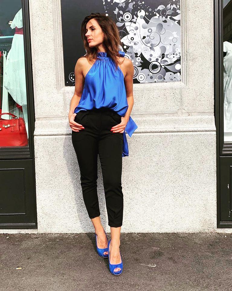 #Blouse #top #blucolor #pantone2020 #pants #lugano #lasostadagiulia #fashionstyle #fashionaddict #switzerland🇨🇭#citylife #citywork #fashionphotograph @ Lugano shop.lasostadagiulia.ch/shop/catalogue…
