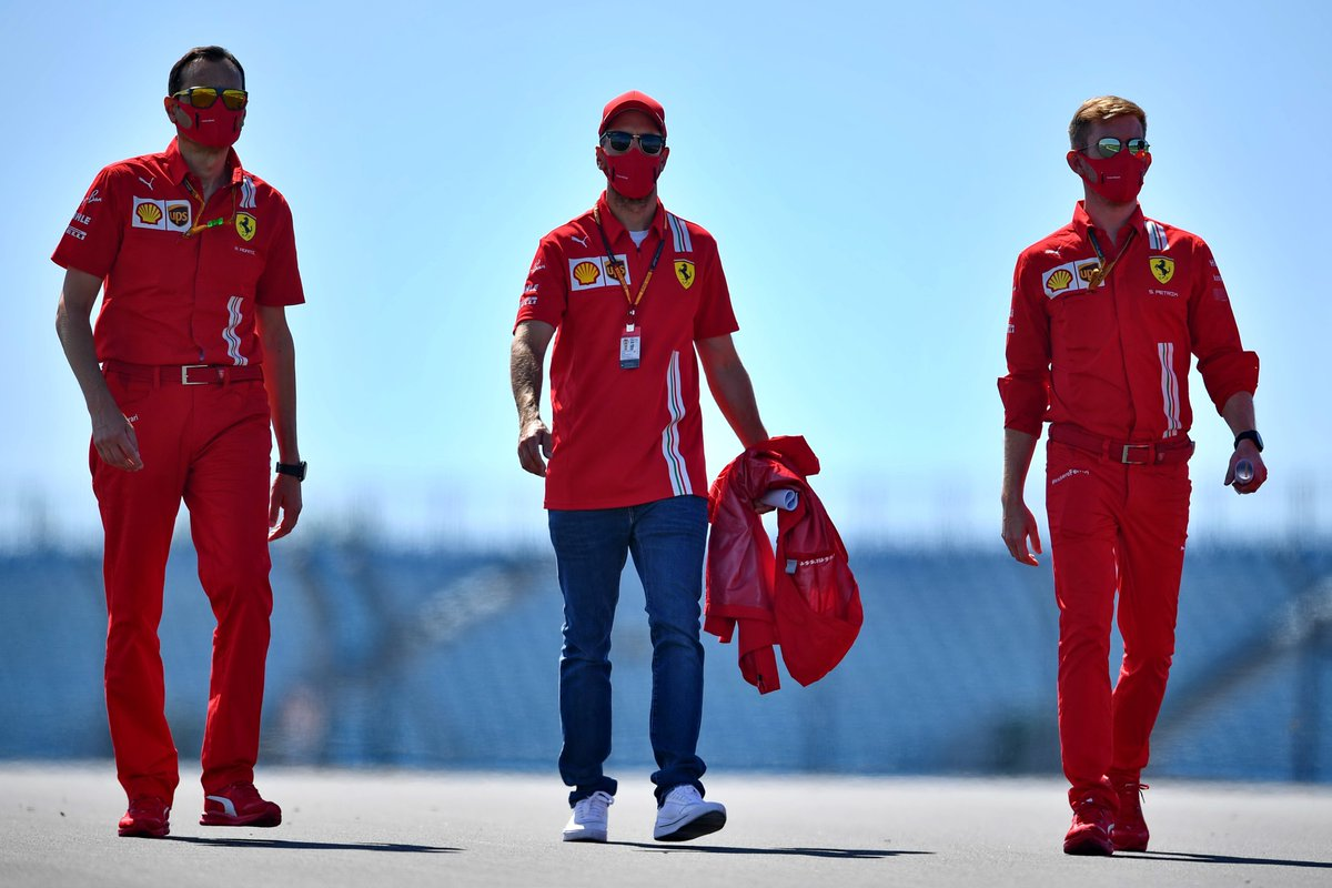 #BritishGP #TrackWalk @ScuderiaFerrari #F1 📸Getty, AFP https://t.co/fCQ8vJbCoX
