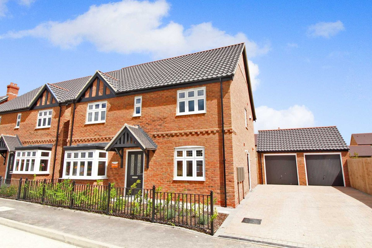 💫 NEW 4 BEDROOM HOMES NOW RELEASED FOR SALE 💫  David Todd Way Manor Farm #Bardney #Lincoln   Prices starting at just £324,950  NO CHAIN - Move straight in and start enjoying village life!  Call @TaylorWalshLinc 24/7 on 01522 404040 to arrange your viewing.  #forsale #property https://t.co/Rh49burYOc