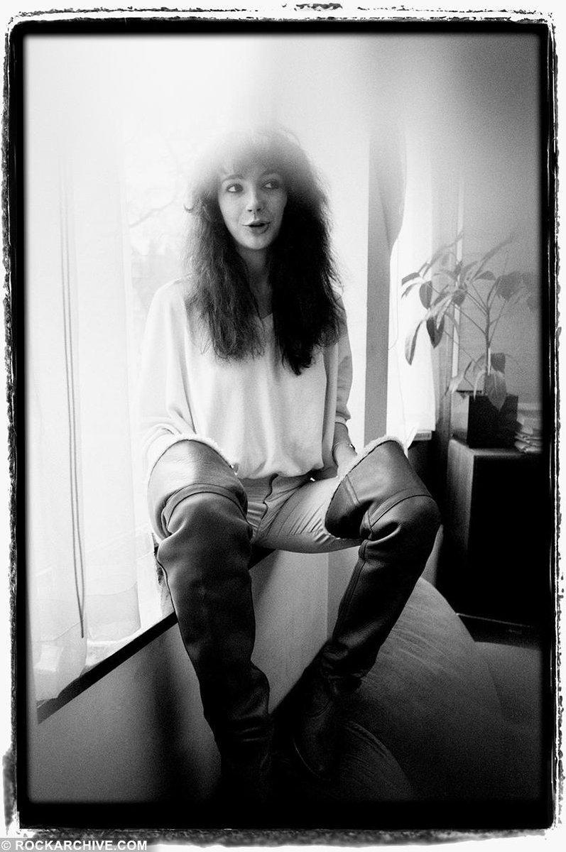 Singer #KateBush was born on this day in 1958. By rock photographer Jill Furmanovsky in 1978 aged 19, just after her debut single Wuthering Heights. She was the first female artist to achieve a UK number one with a self-written song #womensart