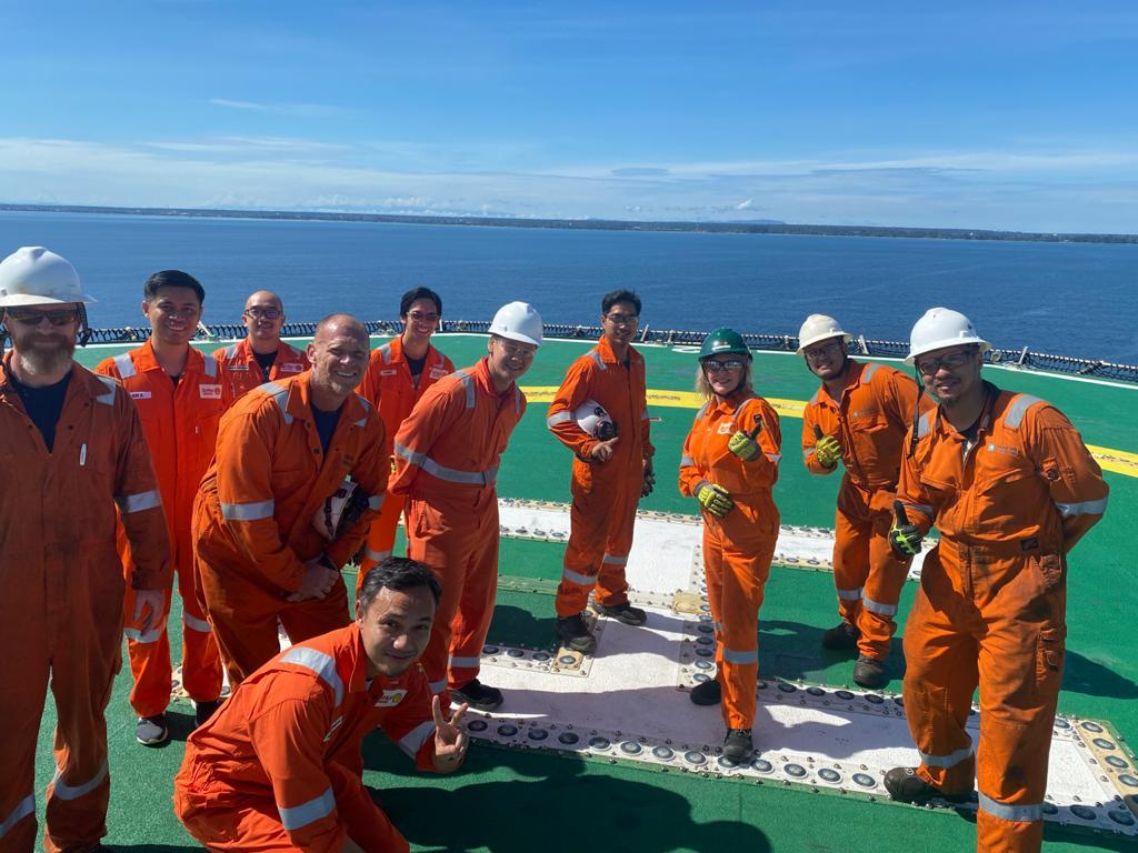 #MaerskConvincer hosted a farewell ceremony on board the #rig for Ceri Powell, MD of Brunei Shell Petroleum, where the team was praised for their performance. A job well done on successfully handling a complex shallow water rig move on the Seria field. #OneTeam #MaerskDrilling https://t.co/fvLM1B1KmZ
