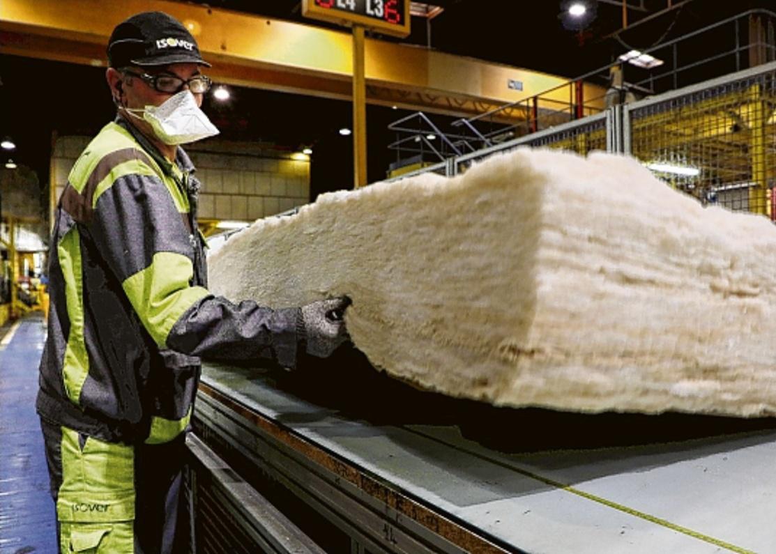 [#News] 🏭Focus sur la plus grande usine d'@isoverFR au monde, à Orange, avec 125 000 tonnes de laine de verre produites par an !🖊️@laprovence 🏭Focus on @isoverFR's largest plant worldwide, in Orange, with 125,000 tons of glass wool produced per year! 👉https://t.co/MLcfvaijqL https://t.co/rVFNpRtKtH