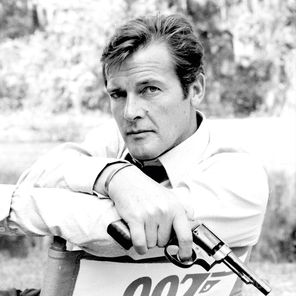 Nobody does it better #RogerMoore https://t.co/q6nLIfWYsE