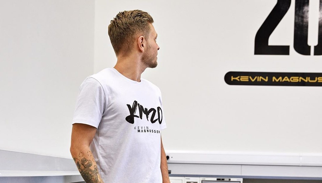 Haute de fucking couture comme magnussen 👕 ➡️ https://t.co/45QKKSSYPg #KM20merch #F1 #HaasTag #KM20 https://t.co/u0LcCipSff