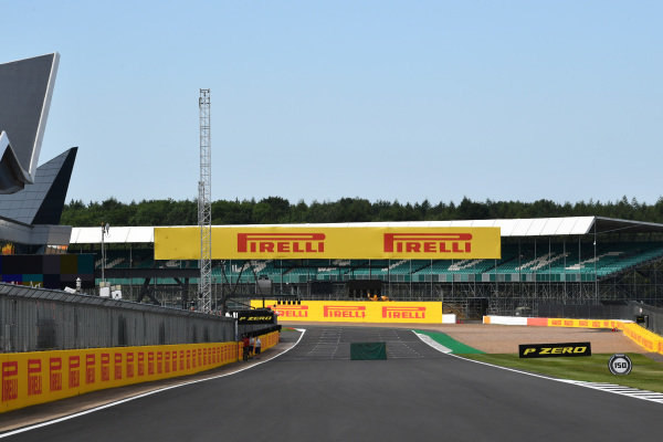 #F1 🇬🇧 #BritishGP   Buen dia #Silverstone !   #TrackWalk https://t.co/naG46hjeO7