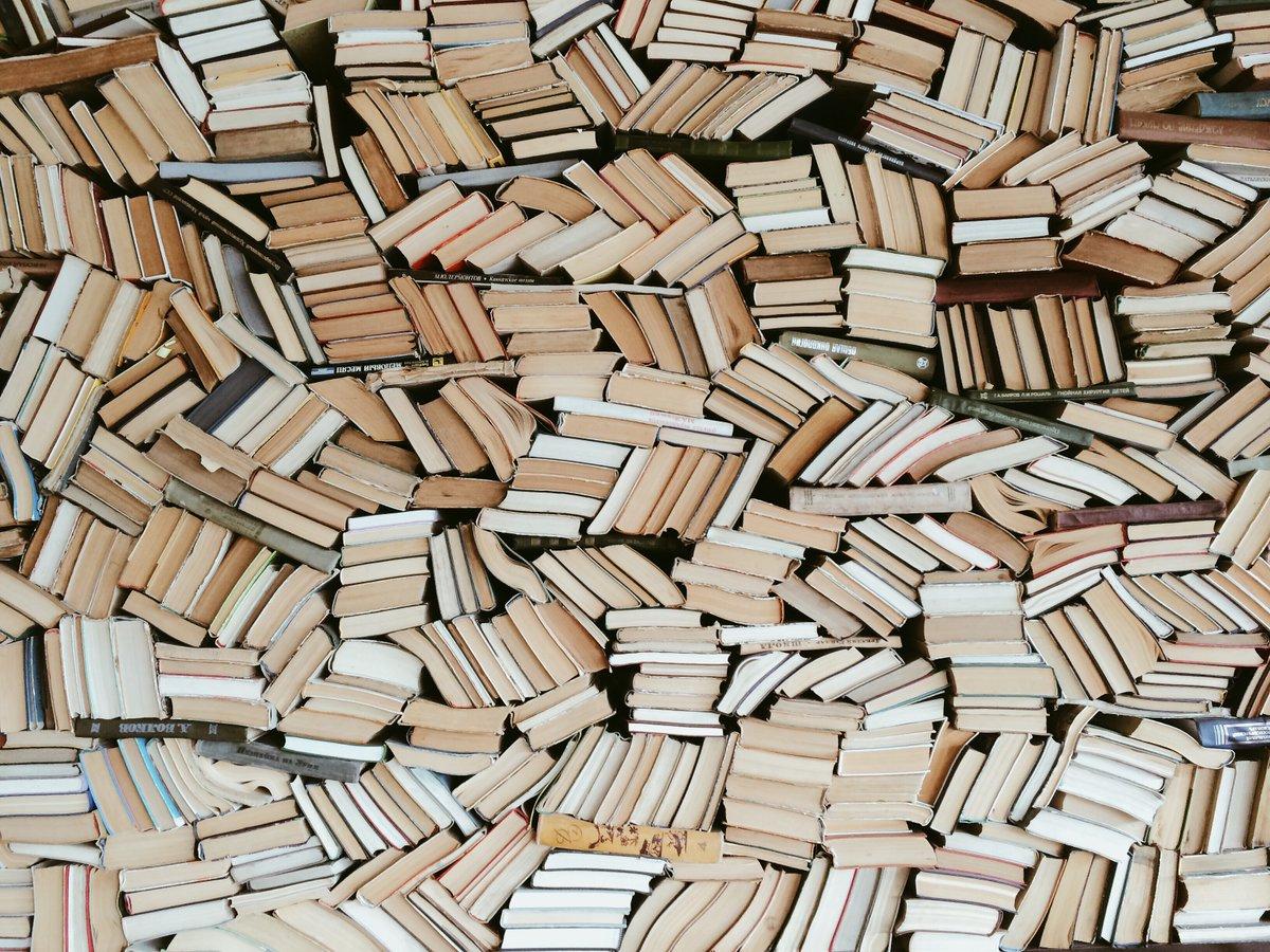 Prende il via #LaLetturaIntorno, il progetto promosso da #BookCityMilano e ideato con @FondCariplo volto ad avvicinare i cittadini milanesi e, in particolare, i giovani delle aree fragili, alla lettura e al libro, a favore di una cultura inclusiva 👉 https://t.co/UhbUIi9a7J https://t.co/Jd8DFzP5H2