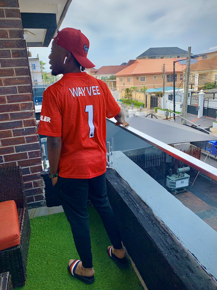 Which team you de support ? If he no be @manchesterunited no comment o 😒 jersey by :- @sportifywears #2000&wozzy 🦍