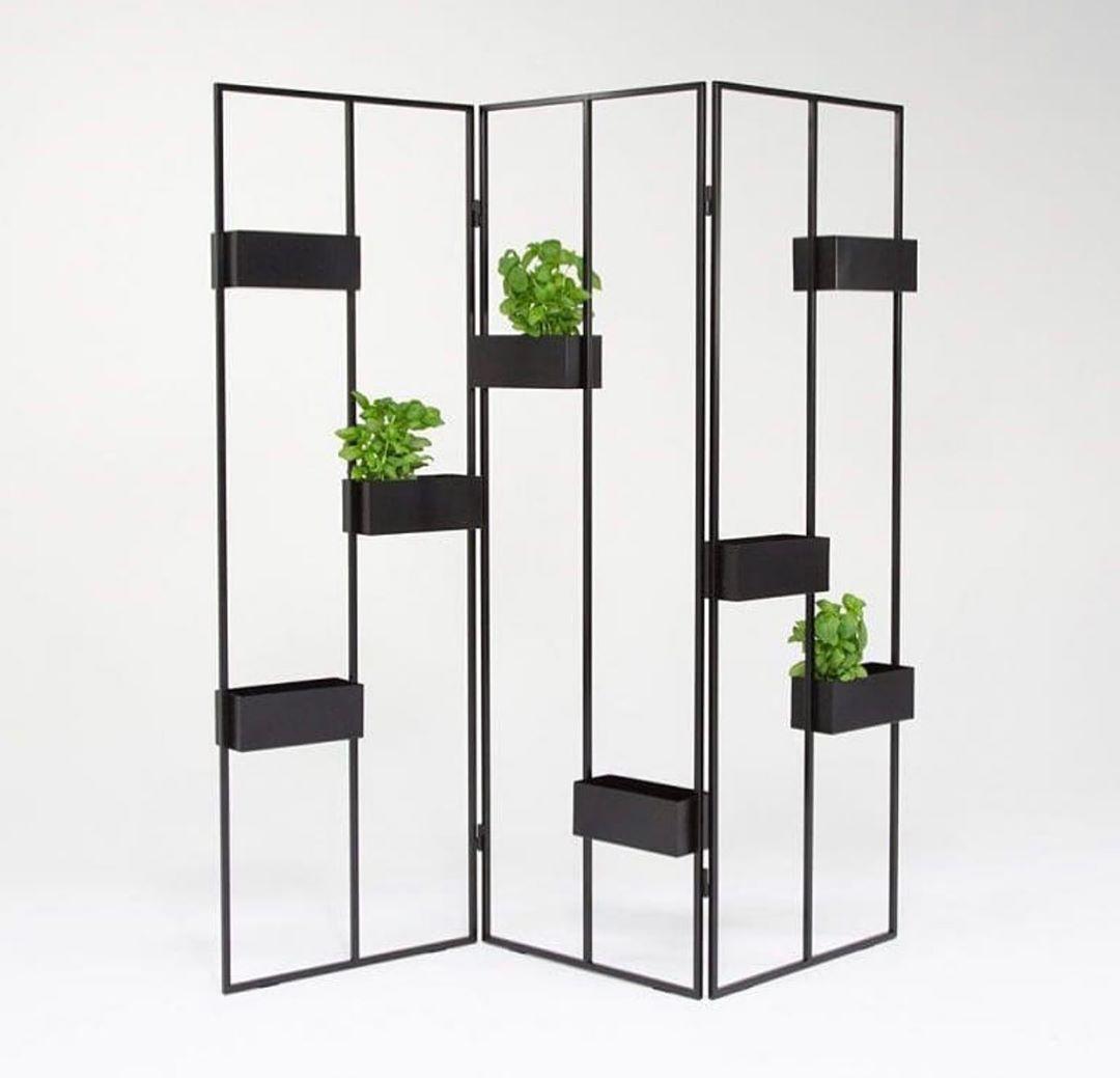 Verso Plant Stand by @hannasarokaari.  Visit: http://www.mesmerized.it  #archimodel #architecture #americanarchitecture #minimalist #parametric #parametricarchitecturepic.twitter.com/1yinMjaSUM