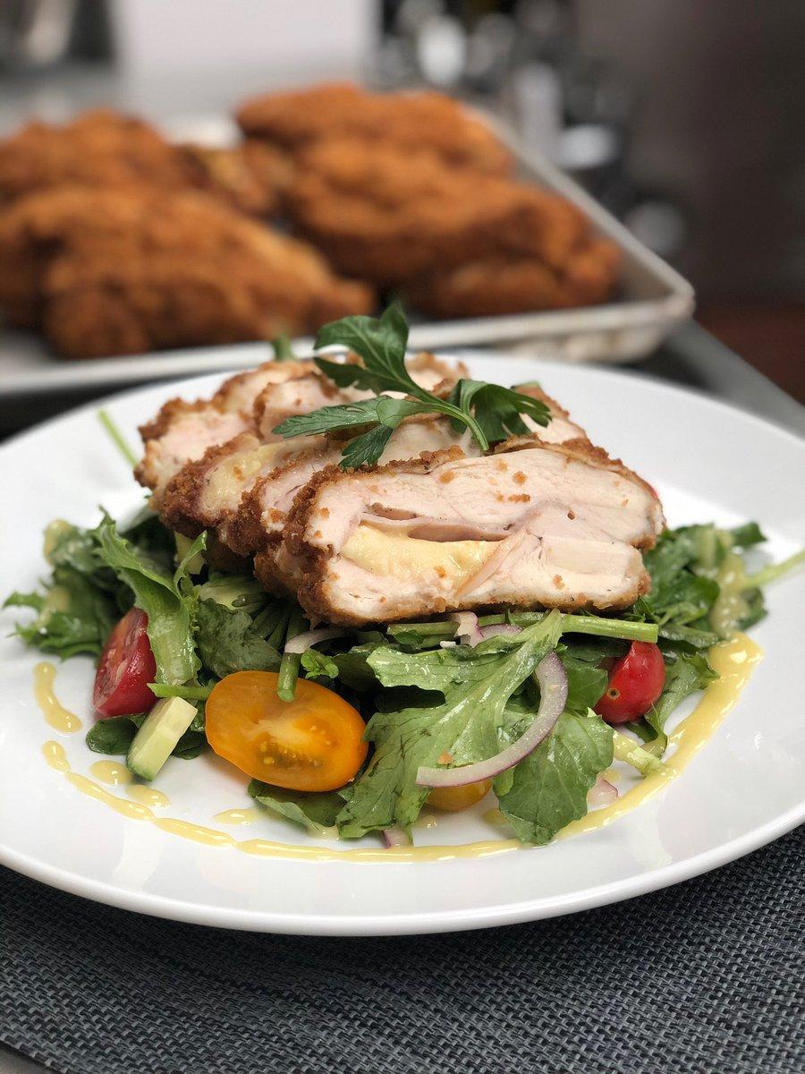 Thursday's Hot Lunch at Global is Chicken Cordon Bleu w/ Smoked Turkey, Gruyere, Watercress Salad & Dijon Dressing #wilbyseeingyou #dailyfoodfeed #buzzfeast #feedyoursoull #tastingtable #eattheworld #foodandwine #foodblogfeed  #torontolife #wethenorth #torontolifestylepic.twitter.com/FZb9RO5BMm
