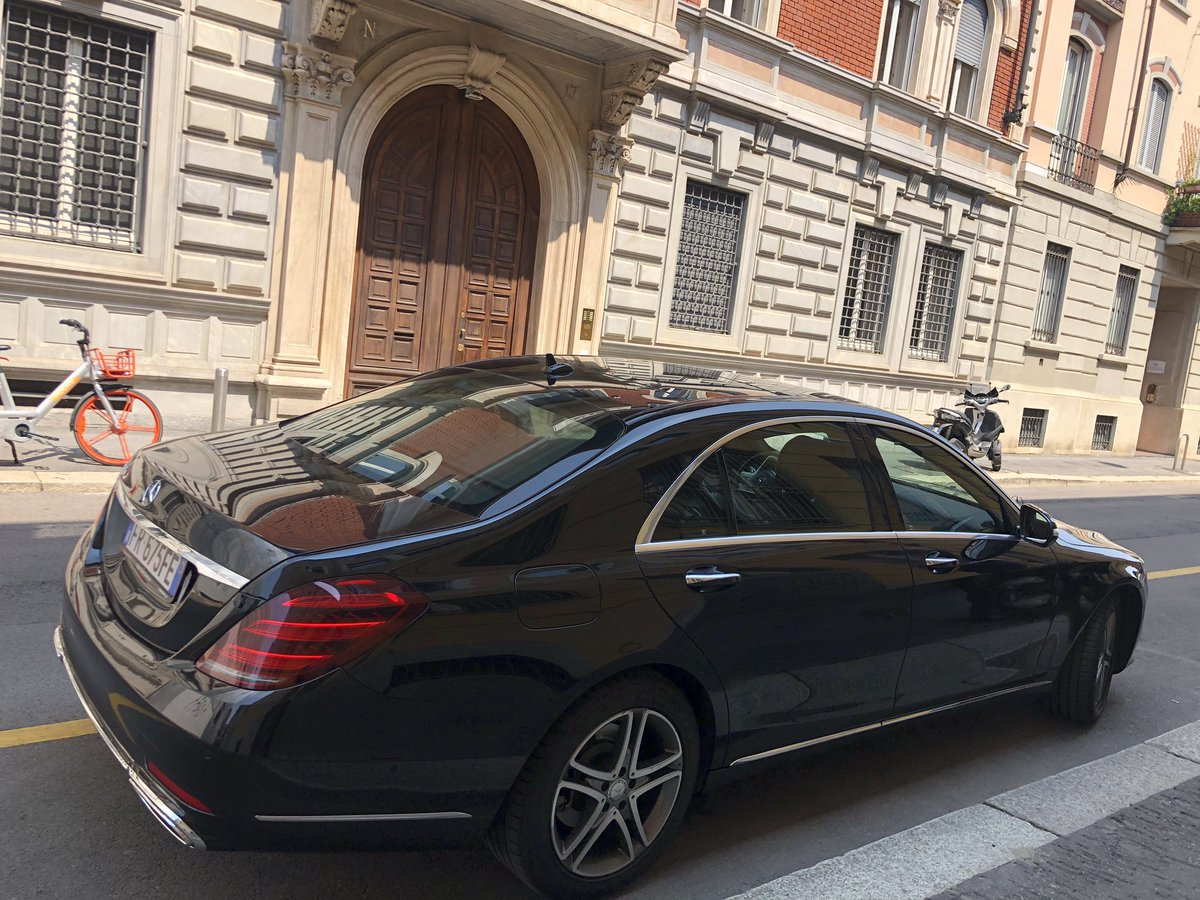 #NccGroupItalia #LimoLane #ChaffeurService #CarWithDriver #goldengoosedeluxebrand pic.twitter.com/kZCPlotJOA