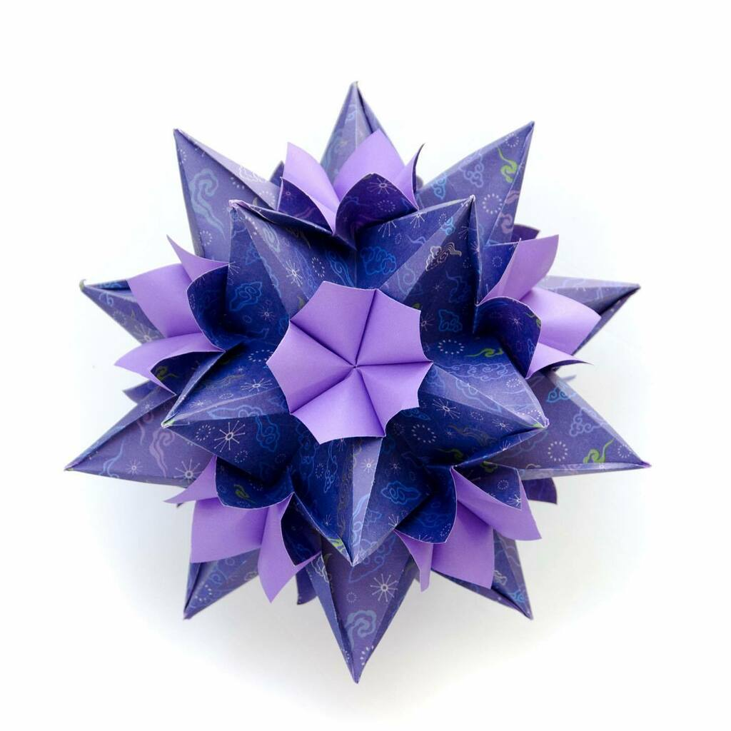 My new little beauty!  Very easy modular and very sturdy construction!  How do we name it?  #origami #paperfolding #kusudama #ekaterinalukasheva #violet #purpleart #violetart #unitorigami #paperfun #paperlove #modularorigami #origamistar #inspiration https://instagr.am/p/CDRmluAAZgu/ pic.twitter.com/h26gljjWPG