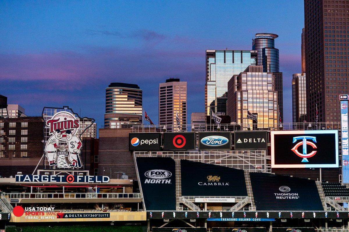 Target Field and that Minneapolis skyline  #twins #Targetfield #MNTwinspic.twitter.com/mkGxxKkGqg
