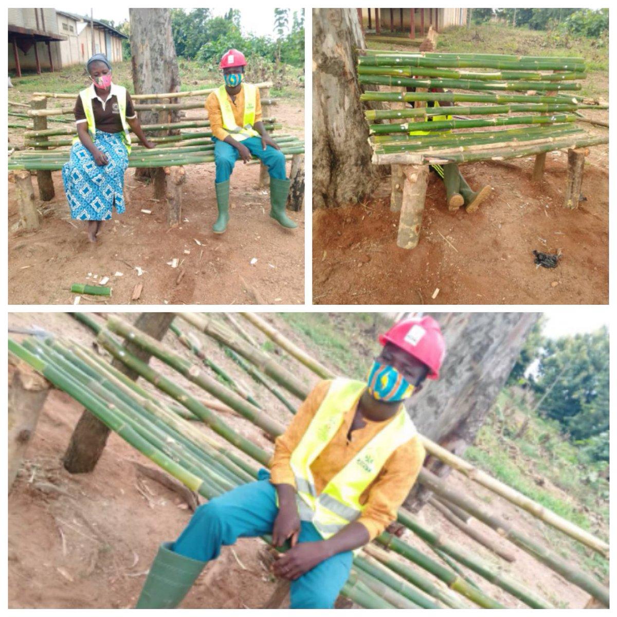 Ce 29 juillet, les VEC de  kaboli ont fabriqué des reposoirs à la mairie.  3 reposoirs ont été fabriqués avec des bambous, ceci pour permettre d'accueillir les visiteurs.  #VEC #JeMengage #CRVCentrale #ANVT https://t.co/6nq1rum6FZ