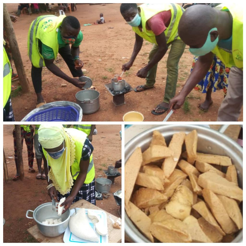 Les VEC de Mô 1 (Djarkpanga) ont appris à transformer le Soja en fromage, ce 29 Juillet.  Cette séance de partage de savoir-faire reste une opportunité pour certains VEC qui souhaitent en faire une source de revenu supplémentaire à leur projet de vie.  #VEC #CRVCentrale https://t.co/6v42OcdVMK